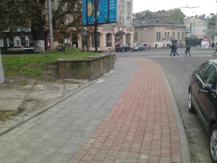 На вул. Митрополита Андрея відремонтували тротуар та проклали велодоріжку (ФОТО) (фото) - фото 2