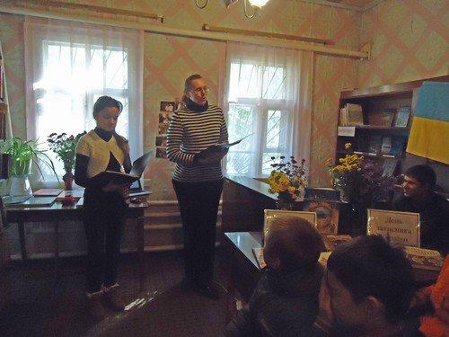 В Авдеевской библиотеке прошли мероприятия, посвященные Дню Украинского казачества и Дню защитника Украины (ФОТО), фото-2