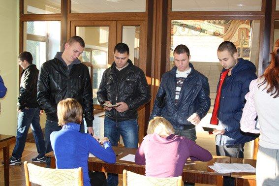 В Кременчуге стартовало тестирование для более трёх тысяч потенциальных полицейских (ФОТО) (фото) - фото 1