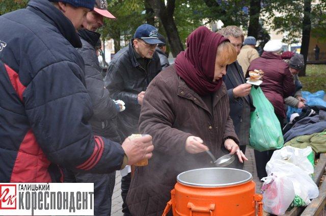 Франківським безхатченкам роздавали їжу та теплий одяг  (ФОТО), фото-2