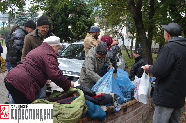 Франківським безхатченкам роздавали їжу та теплий одяг  (ФОТО), фото-3