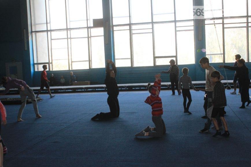Криворожские акробаты заняли первое место на областном чемпионате (фото) - фото 1