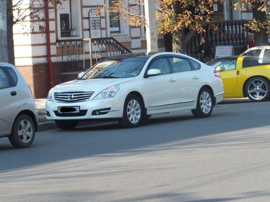 В Кировограде внедорожник устроил ДТП и скрылся с места происшествия. ФОТО (фото) - фото 1