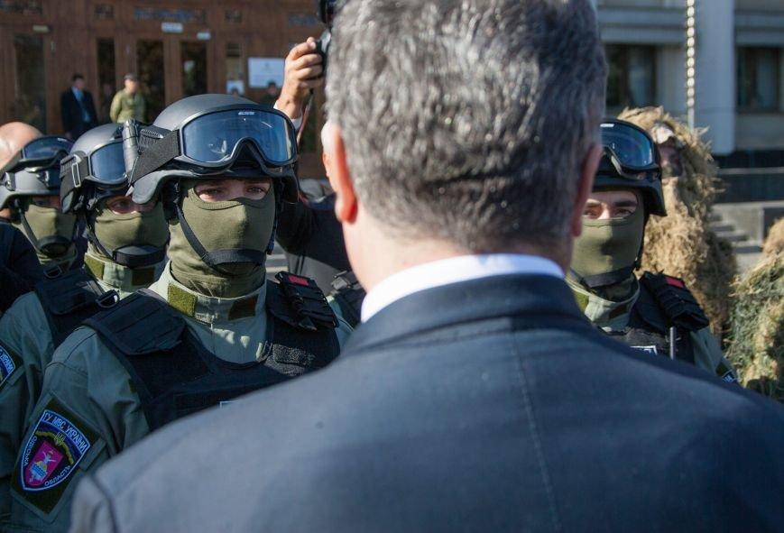 Саакашвили показал Порошенко спецназ, который создал под выборы (ФОТО) (фото) - фото 1