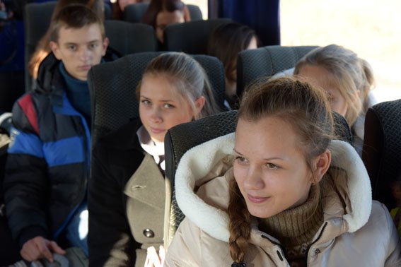 Одиннадцатиклассники из прифронтовых сел отправились в Закарпатье из Мариуполя (ФОТО) (фото) - фото 1