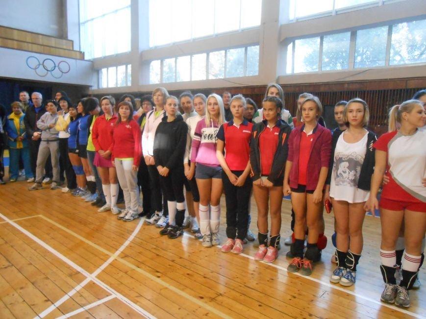 В Днепродзержинске стартовал волейбольный турнир «Кубок Освобождения» (фото) - фото 6