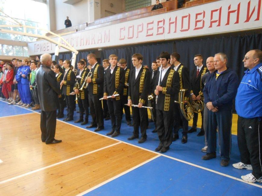 В Днепродзержинске стартовал волейбольный турнир «Кубок Освобождения» (фото) - фото 1