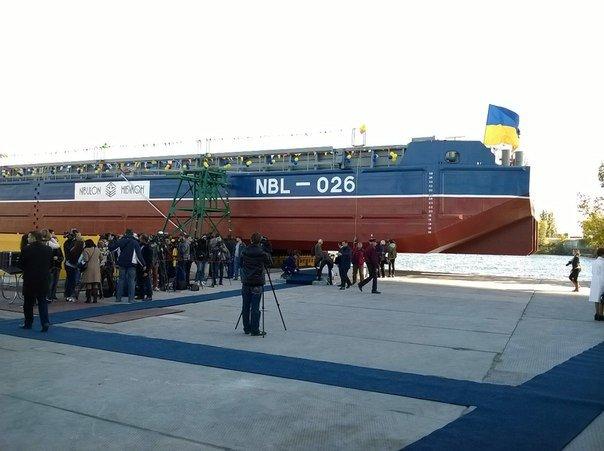 Под пристальным взглядом Порошенко в Николаеве спустили на воду буксир (ФОТО) (фото) - фото 2