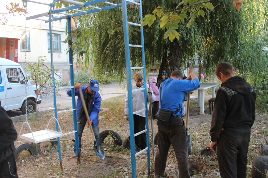 Сергей Коваленко занимается благоустройством днепродзержинских дворов, фото-8