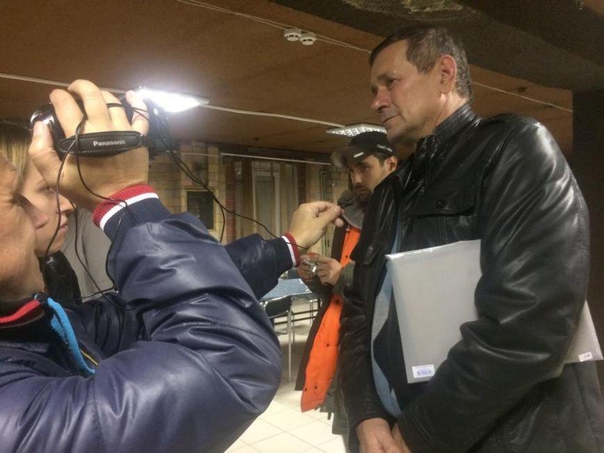 Демократические силы заблокировали Мариупольский избирком. Все члены комиссии забаррикадированы во Дворце металлургов (ФОТО+ВИДЕО), фото-15