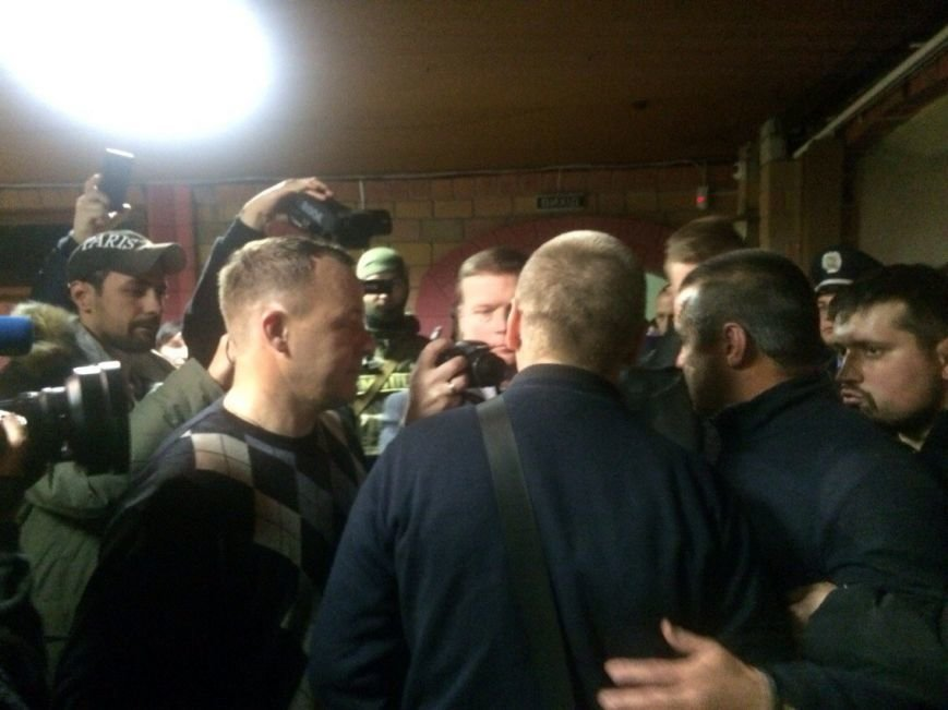 Демократические силы заблокировали Мариупольский избирком. Все члены комиссии забаррикадированы во Дворце металлургов (ФОТО+ВИДЕО), фото-13