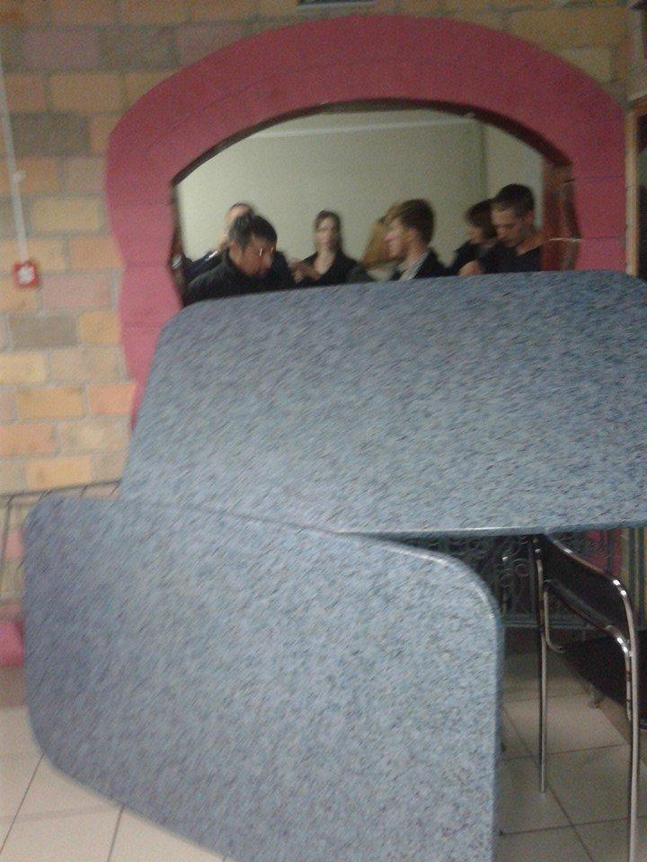 Демократические силы заблокировали Мариупольский избирком. Все члены комиссии забаррикадированы во Дворце металлургов (ФОТО+ВИДЕО), фото-6