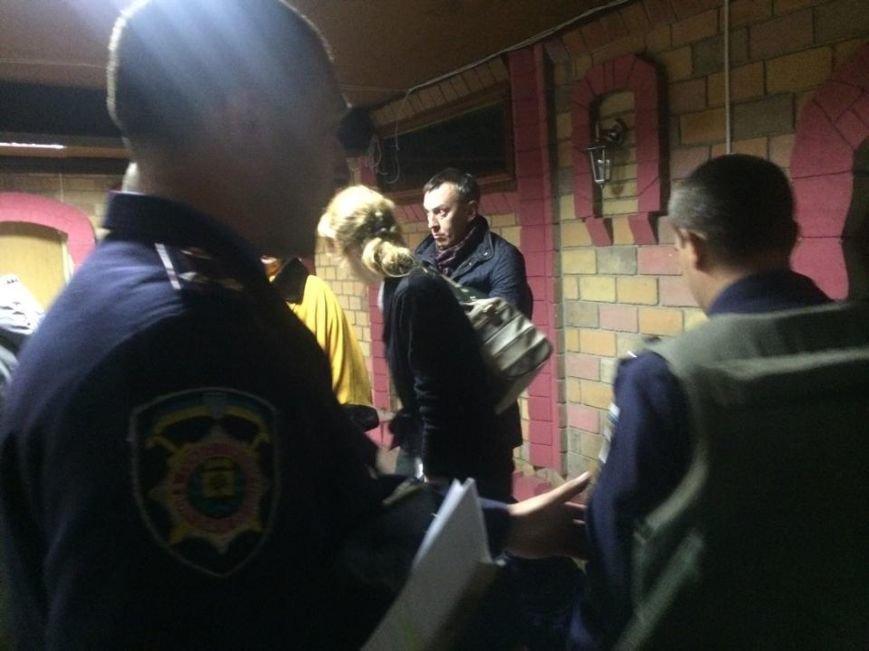 Демократические силы заблокировали Мариупольский избирком. Все члены комиссии забаррикадированы во Дворце металлургов (ФОТО+ВИДЕО), фото-14