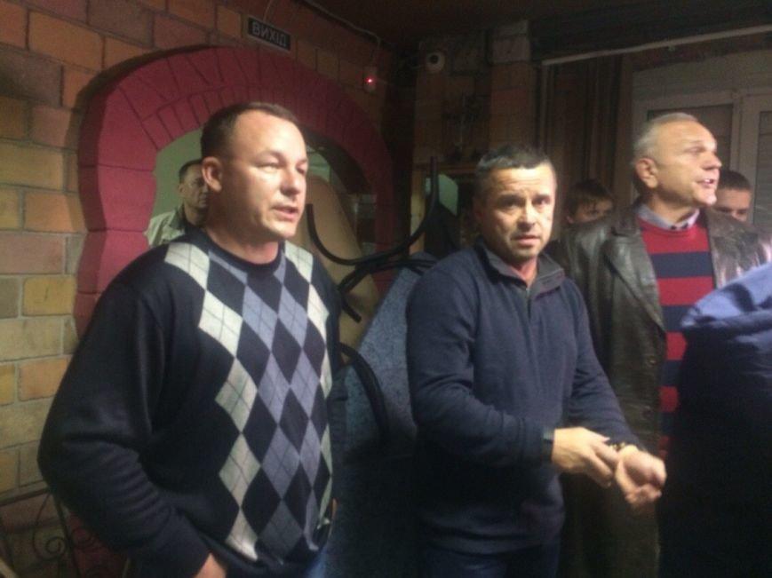 Демократические силы заблокировали Мариупольский избирком. Все члены комиссии забаррикадированы во Дворце металлургов (ФОТО+ВИДЕО), фото-11