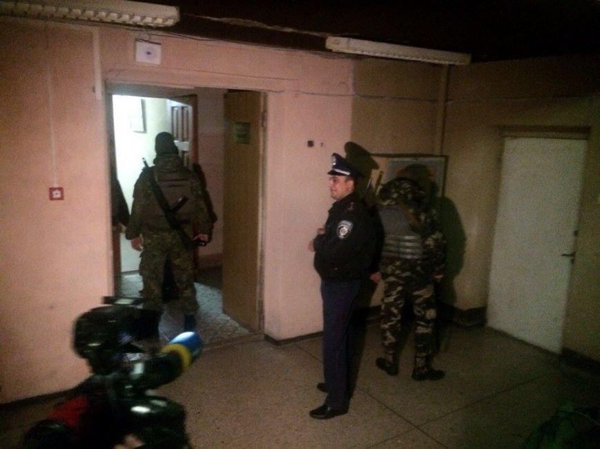 Демократические силы заблокировали Мариупольский избирком. Все члены комиссии забаррикадированы во Дворце металлургов (ФОТО) (фото) - фото 3