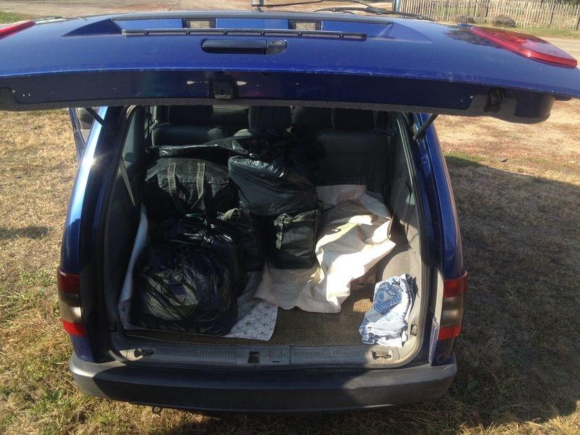 Транспортные милиционеры задержали четырех украинок, которые окольными путями везли почти полтонны контрабандного сала (фото) - фото 3