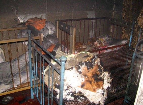 Полтавські правоохоронці виклали фото з місця пожежі, в якій загинуло троє дітей (фото) - фото 2