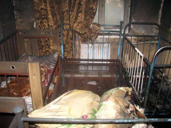 Полтавські правоохоронці виклали фото з місця пожежі, в якій загинуло троє дітей (фото) - фото 1