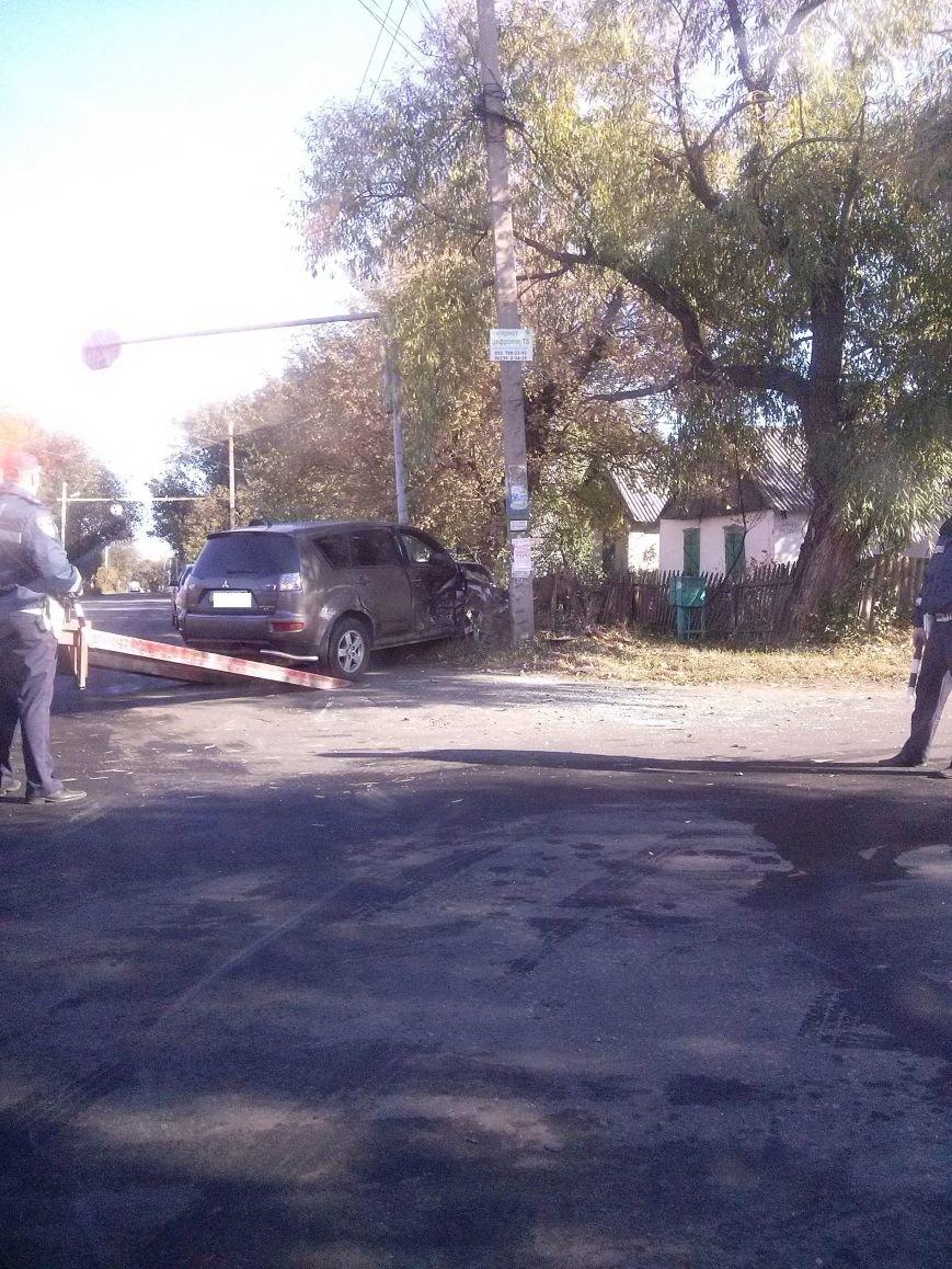 ДТП в Красноармейске: водитель и столб  - не разминулись (фото) - фото 1