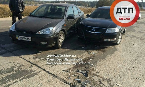 Под Киевом из-за горящих торфяников на трассе столкнулись 8 автомобилей (ФОТО) (фото) - фото 1