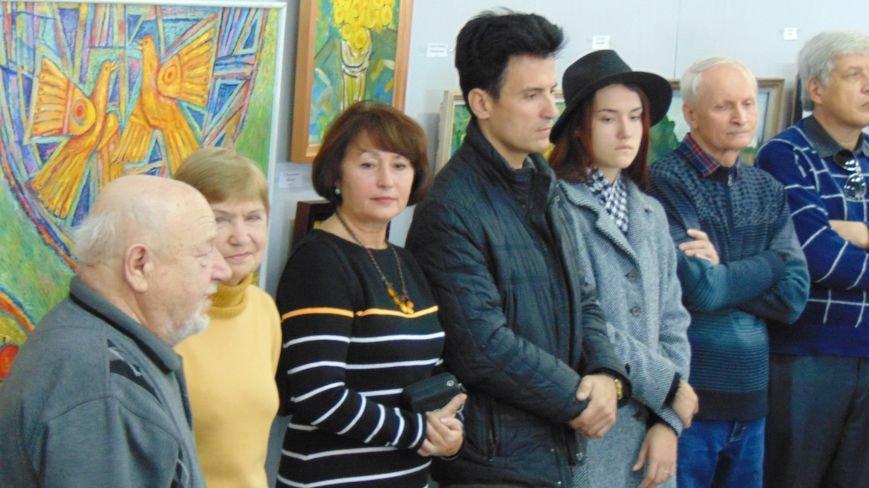 В Мариуполе представлена ретроспективная выставка работ мудрого сенсея (фото) - фото 1