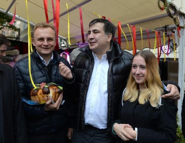 Саакашвілі та Садовий гуляють у центрі Львова (ФОТО) (фото) - фото 1