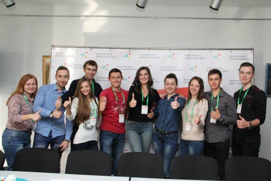Студенты ДонНТУ Красноармейска посетили Форум вынужденных студентов-переселенцев «Кризис перемещения – Студенческие голоса» (фото) - фото 1
