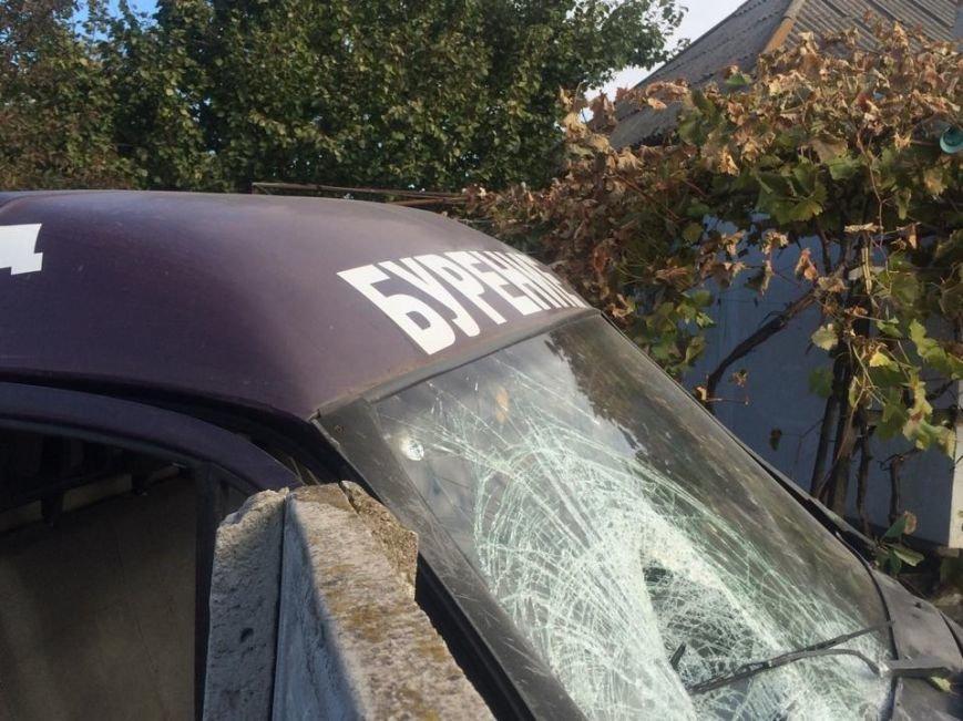 В Мариуполе  автомобиль, бурящий скважины, пробурил забор (ФОТО), фото-2