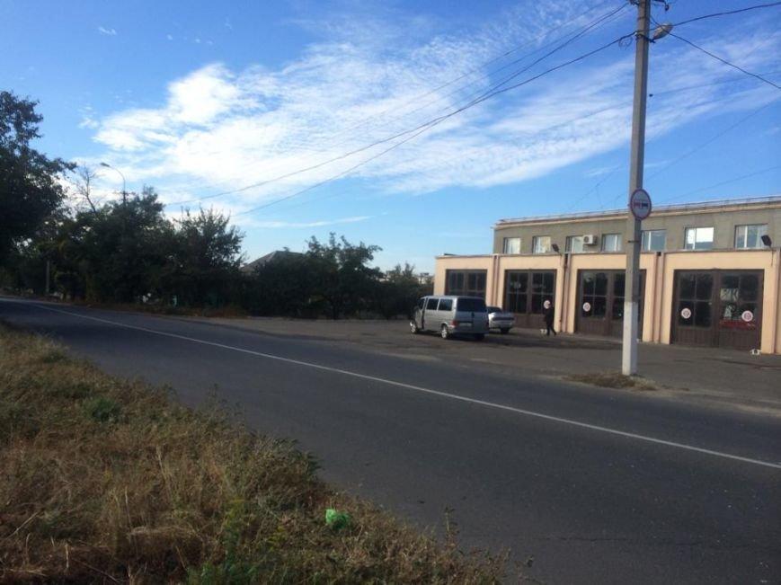 В Мариуполе  автомобиль, бурящий скважины, пробурил забор (ФОТО), фото-5