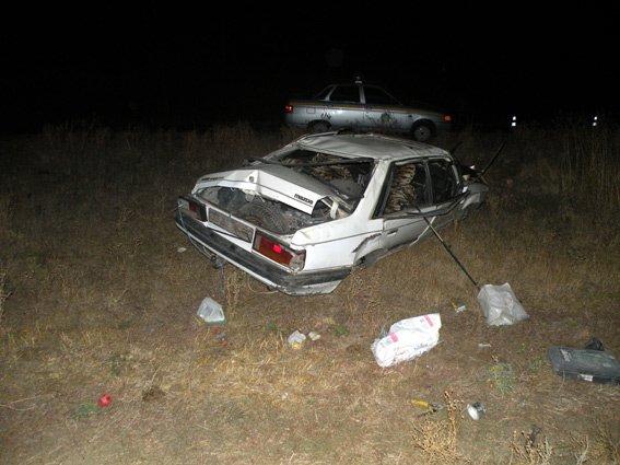 На Очаковской трассе перевернулось легковушка: водитель погиб мгновенно (ФОТО) (фото) - фото 1