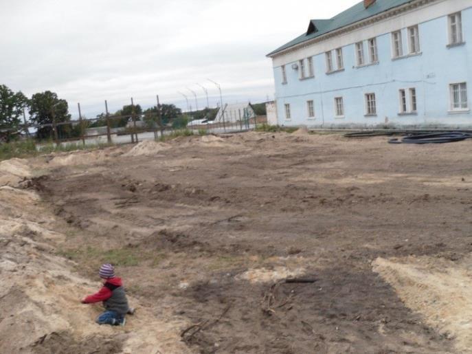 В Киевской области застройщик уничтожил памятник-могилу жертв Второй мировой (ФОТО), фото-1