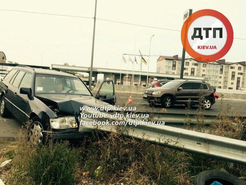 В Киеве столкнувшиеся автомобили раскидало по дороге (ФОТО), фото-4