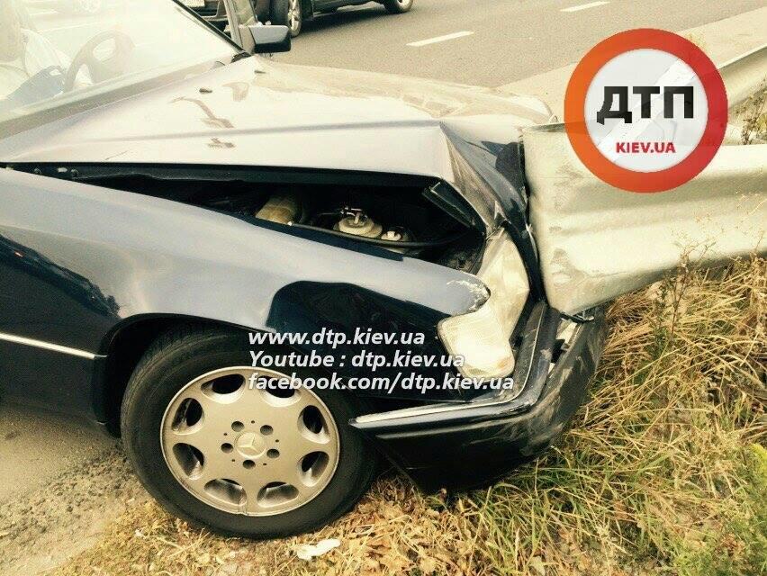 В Киеве столкнувшиеся автомобили раскидало по дороге (ФОТО), фото-3