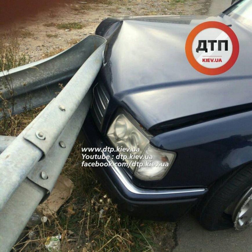 В Киеве столкнувшиеся автомобили раскидало по дороге (ФОТО), фото-2