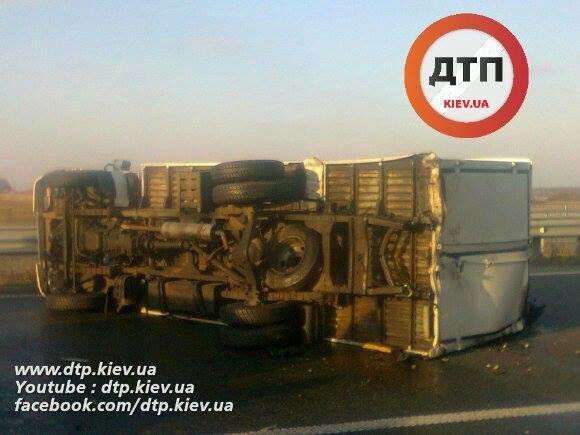 Под Киевом водитель Range Rover опрокинул грузовик (ФОТО), фото-2