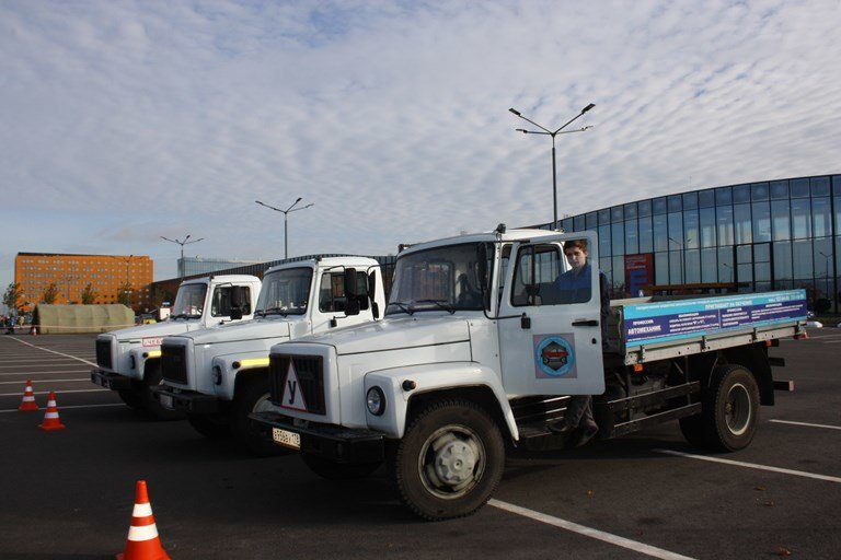 В «Экспофоруме» воспитаники профессиональных училищ  участвовали в туре «Автомеханник», фото-2