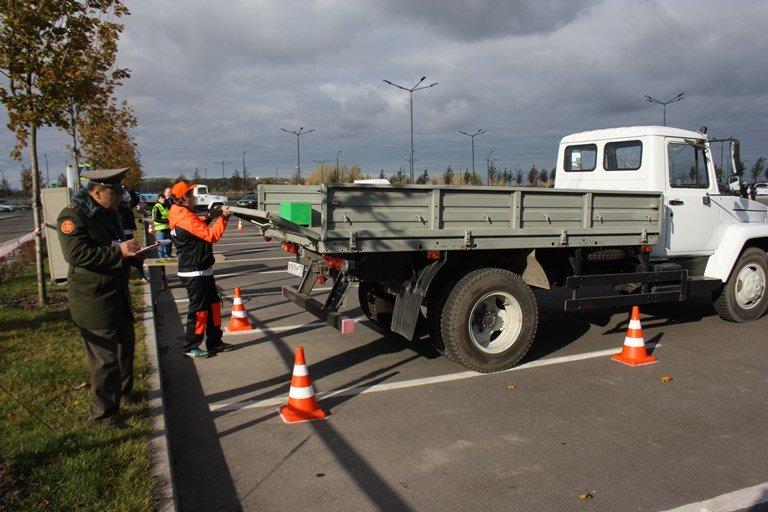 В «Экспофоруме» воспитаники профессиональных училищ  участвовали в туре «Автомеханник», фото-1