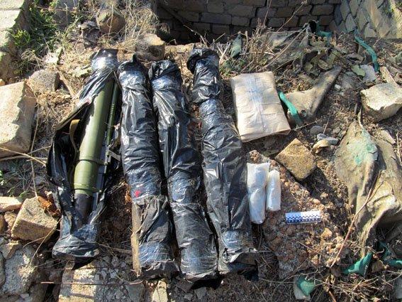 В Славянском районе обнаружили тайник с боеприпасами (фото) - фото 2