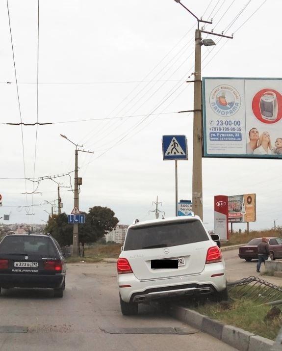 В Севастополе «Мерседес» снес забор, за городом – ДТП на «серпантине» (ФОТО) (фото) - фото 3