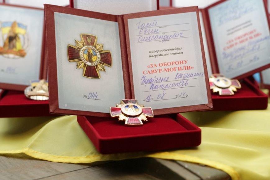 В Днепропетровске сотням героев вручили нагрудные знаки за взятие и удержание Саур-Могилы (фото) - фото 2