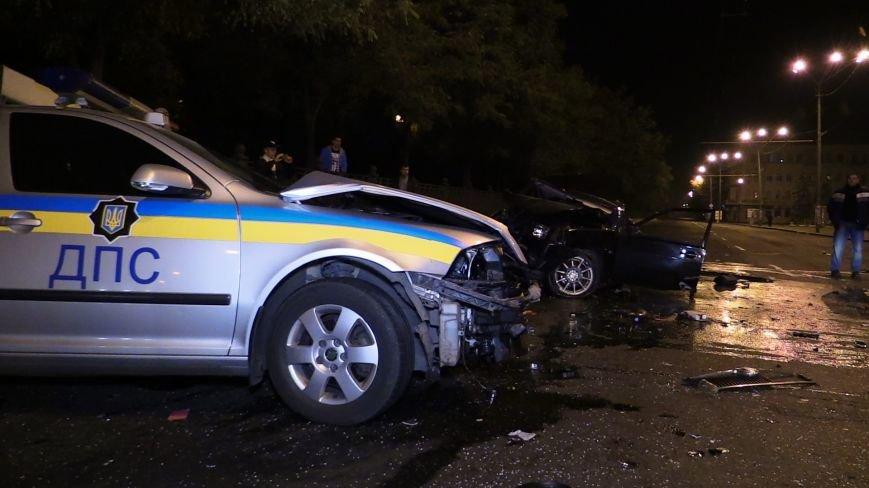 ДТП в Днепропетровске: в центре города на перекрестке столкнулись два авто. Один из автомобилей - милицейский (ФОТО), фото-3