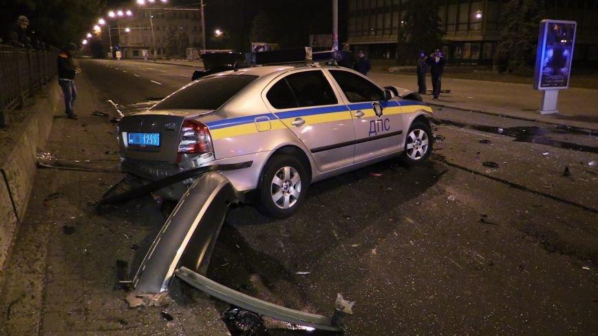 ДТП в Днепропетровске: в центре города на перекрестке столкнулись два авто. Один из автомобилей - милицейский (ФОТО), фото-2
