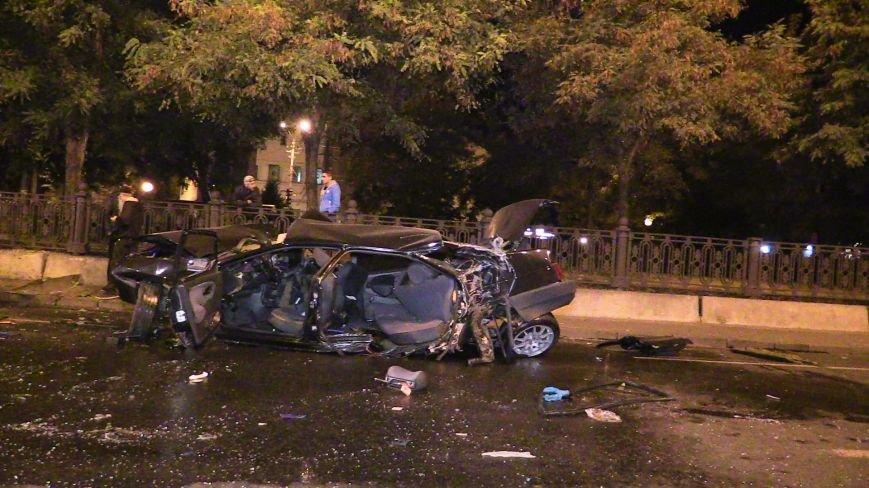 ДТП в Днепропетровске: в центре города на перекрестке столкнулись два авто. Один из автомобилей - милицейский (ФОТО), фото-1