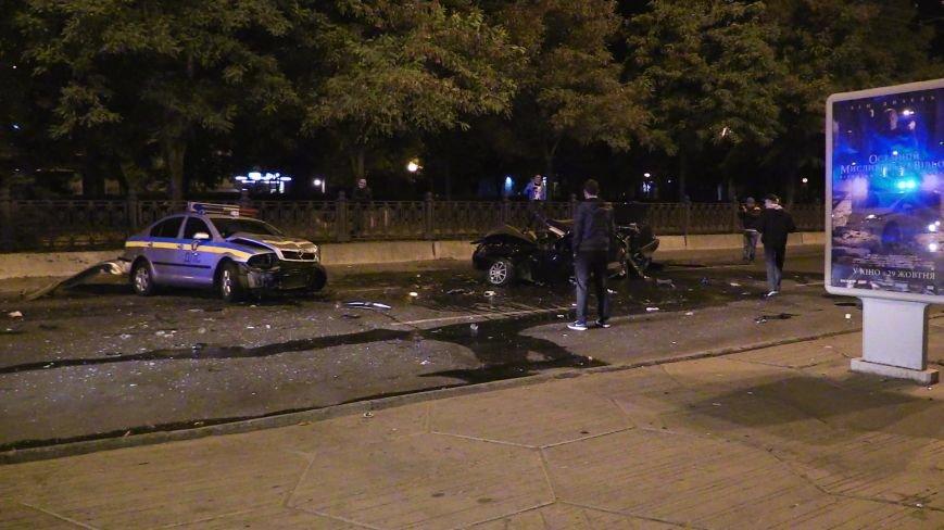 ДТП в Днепропетровске: в центре города на перекрестке столкнулись два авто. Один из автомобилей - милицейский (ФОТО), фото-4