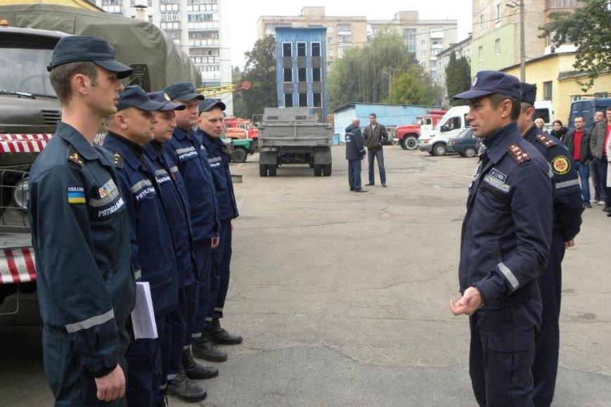 Пиротехники из Чернигова уехали на Донбасс ликвидировать мины (фото) - фото 1