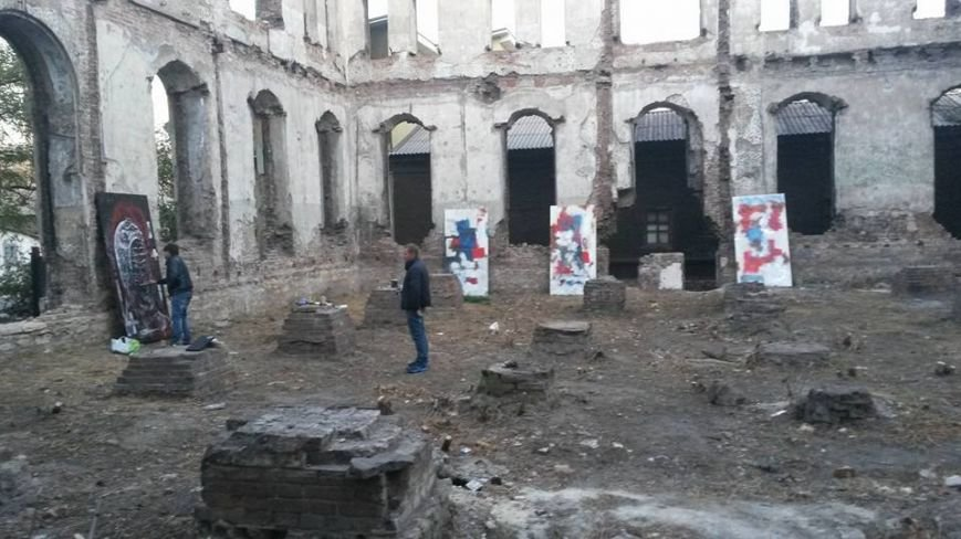 В развалинах мариупольской синагоги художники смогли вырваться из «Плена» (Фотофакт), фото-1