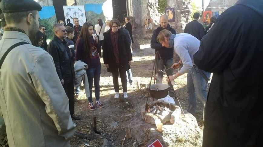 В развалинах мариупольской синагоги художники смогли вырваться из «Плена» (Фотофакт), фото-2