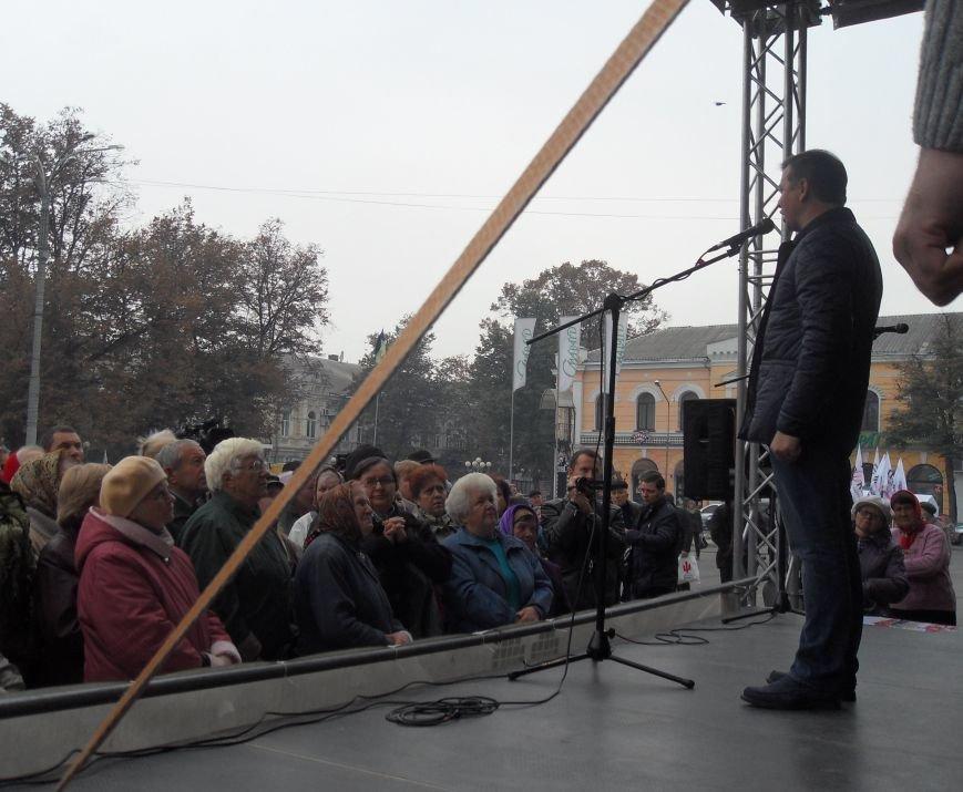 У Полтаві Ляшко робив селфі з прихильниками і агітував за себе (ВІДЕО) (фото) - фото 4