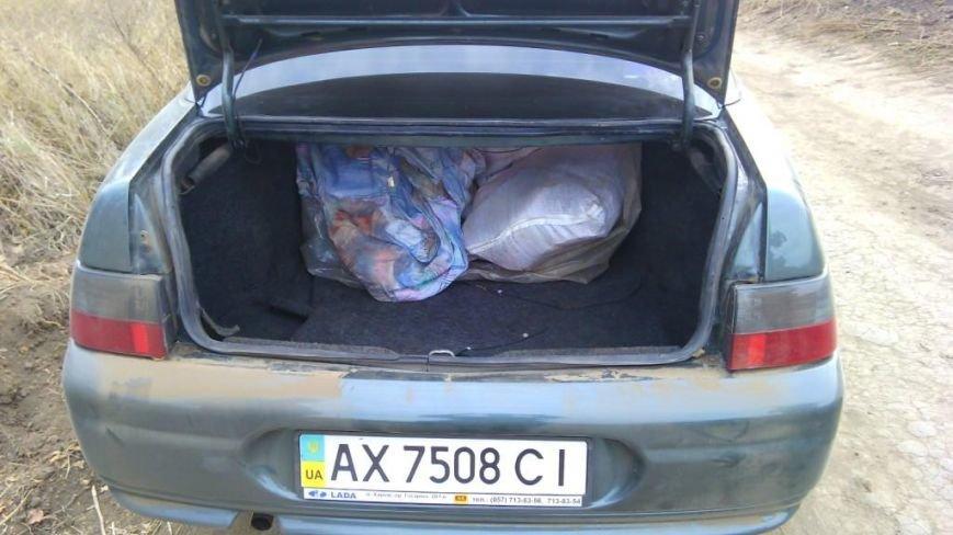 На Сумщине с осуществлением предупредительного выстрела пограничники задержали ВАЗ с грузом сала, фото-1
