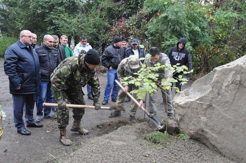 На Богородчанщині, вшановуючи захисників України, заклали алею, фото-1